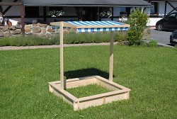 pieskovisko drevené s lavičkami a strieškou BIEDRAX 140 x 140 x 20 cm